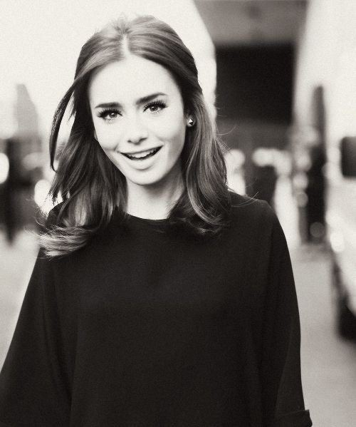 • Emmie (Lily Collins) 18ans
