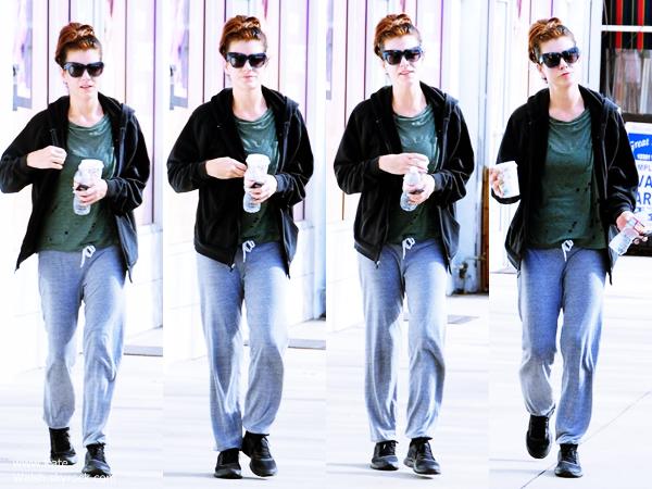 -   23/11/2014 : Kate quittant son cours de gym à Studio City.  -