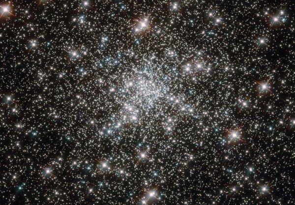 l'amas globulaire NGC 6752.