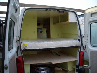 Le lit am nagement d 39 un renault master for Auto interieur kuisen
