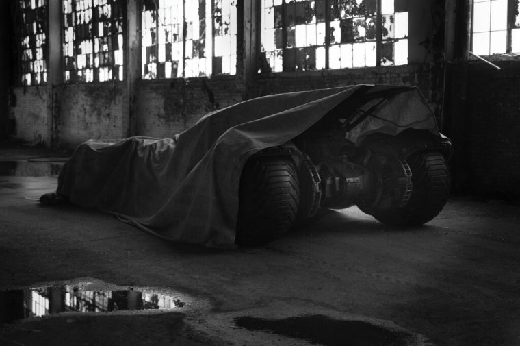 BATMAN VS. SUPERMAN : Zack Snyder Tease La Nouvelle Batmobile !