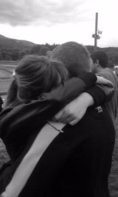 << J'en connaît des tas qui feraient mieux de s'aimer un peu, un peu comme nous qui nous aimons beaucoup.. >>