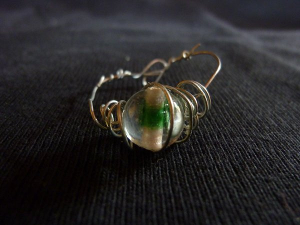bague perle verte et blanche