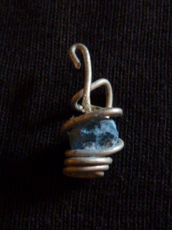 Pendentif perle Fimo bleu