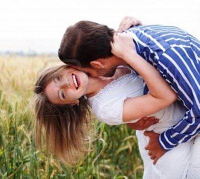 Baiser, Câlins et Caresses dans une relation amoureuse ...