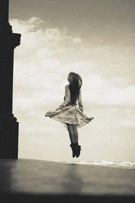 Je me réveille le matin, je m'arrondis dans son bras, je caresse son corps, j'embrasse ses paupières, je l'attends, je l'entends et toujours il s'efface pour surgir plus loin dans un autre sourire, dans une main tendue... Et monter lentement dans un immense amour...  -  Katherine Pancol