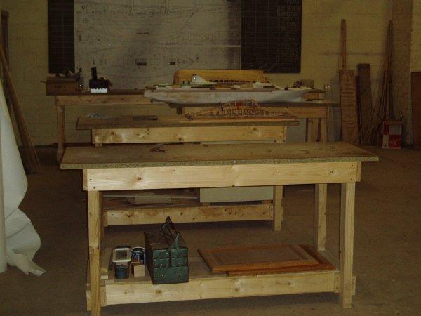 notre atelier table de travail et salle essai. Black Bedroom Furniture Sets. Home Design Ideas