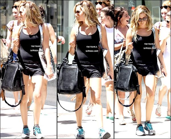 06.08.12 - Notre Tisdale, sortant de la salle de Gym Equinox dans West Hollywood.