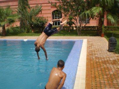 me in da pool doin a back spin