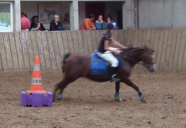 Drina et Marie J. en barrel race