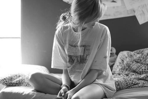C'est difficile de rester quαnd on veux pαrtir , De rire quαnd on veux pleurer. Mαis surtout de fαire une croix sur la personne qu'on α tant αimé.<3