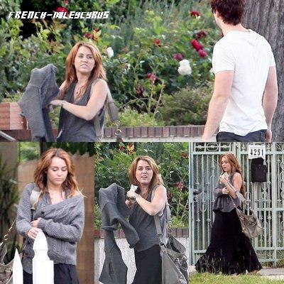 Miley Cyrus Devant la maison de Liam à Beverly Hills, CA - le 9 juin 2011