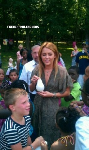 Miley assiste à un évènement caritatif Kids Kicking Cancer dans le Michigan - le 19 juillet 2011