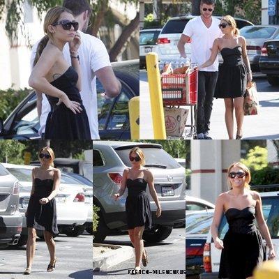 Miley Et Liam Faisant des courses chez Trader Joe's à Los Angeles, CA - le 30 août 2011