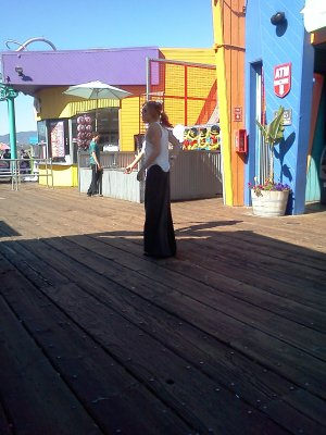 miley Au Santa Monica Pier à Los Angeles, CA - le 12 octobre 2011