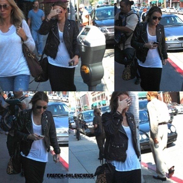 Miley et sa Maman Sortant de chez le docteur à Beverly Hills, CA - le 17 octobre 2011