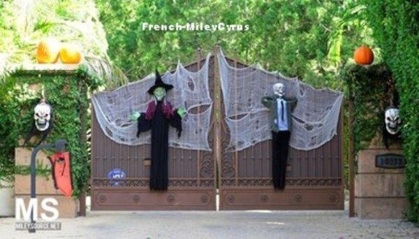 Maison de Miley Cyrus (et sa famille) pour Halloween 2011!
