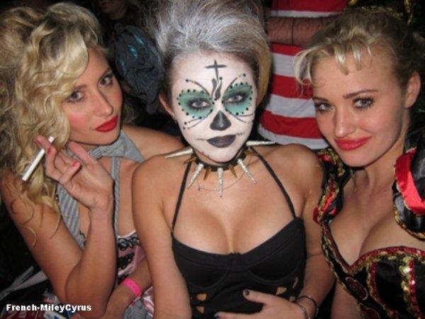 miley et ses amis Fête d'Halloween à Los Angeles, CA - 31 octobre 2011