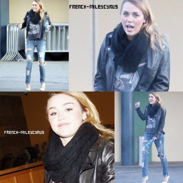 Miley Allant déjeuner chez Panera Bread à Hollywood, CA - le 3 décembre 2011