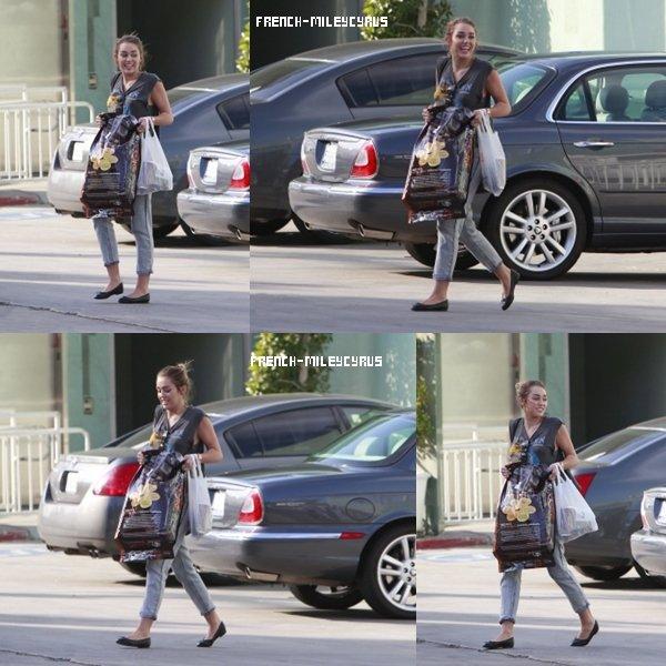 Miley était Dans les rues de Los Angeles, CA - 18 février