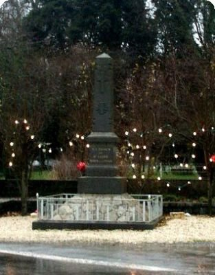 st leger des pres 35 monument+ plaque eglise