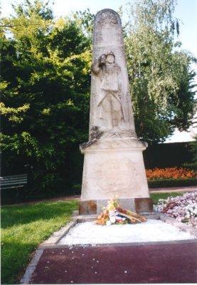vern sur seiche 35 monument+stele