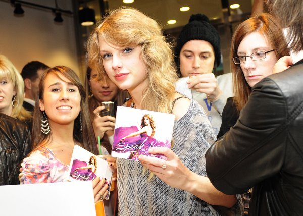 Le 25 Octobre 2O11 ღ 1 an déjà pour l'album Speak Now...