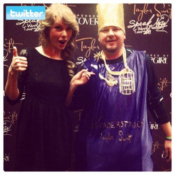 17 Novembre 2O11 ღ Taylor chante pour Raleigh