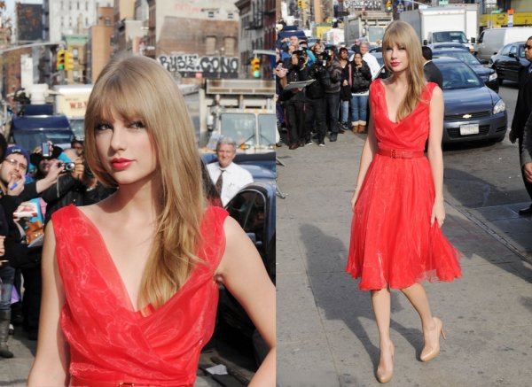 2 Décembre 2011 ღ Taylor présente à la 6th Billboard Annual Women in Music