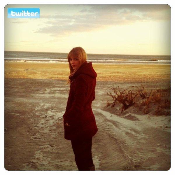 28 Décembre 2011 ღ Taylor se promène dans Nashville (magasin + restaurant)
