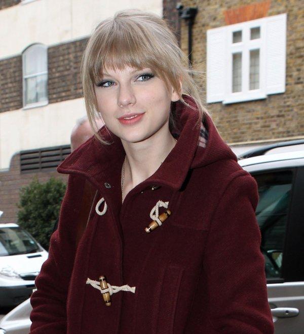 23 Janvier 2012 ღ Taylor vue en arrivant à son hôtel à Londres