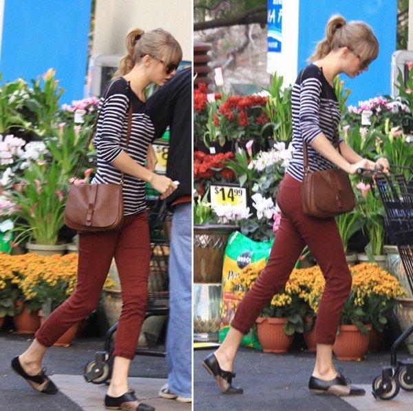 24 Février 2012 ღ Taylor fait du shopping à Ralph's à Beverly Hills
