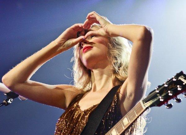15 Mars 2012 ღ Taylor part visiter une île dans le Terminal Ferry en Nouvelle-Zélande