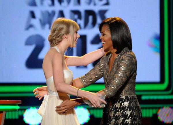 31 Mars 2012 ღ Taylor présente aux Kids Choice Awards 2012