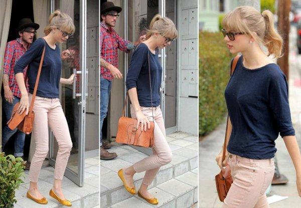 1 Mai 2012 ღ Taylor vue quittant la maison d'une amie à Hollywood