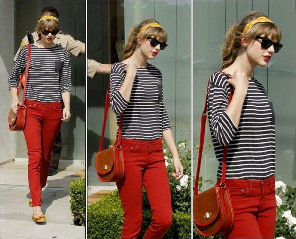 4 Mai 2012 ღ Taylor vue sortant d'une bijouterie à Los Angeles