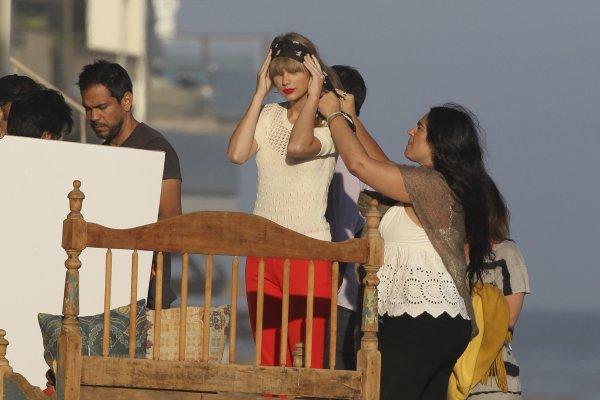 27 Juillet 2012 ღ Taylor se promène avec son nouveau petit ami Conor Kennedy à Cape Cod