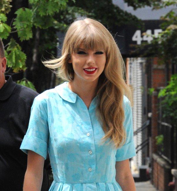 28 Juillet 2012 ღ Taylor quittant un studio à New York