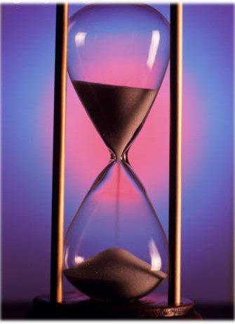 Le temps nous rend démuni de tout, il s'enfuit et emporte nos rêves avec lui, profitons de ce que l'on a car au fond le futur devient bien vite passé...