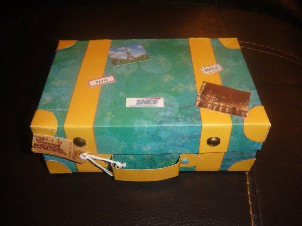 carte en forme de valise (vue fermée)