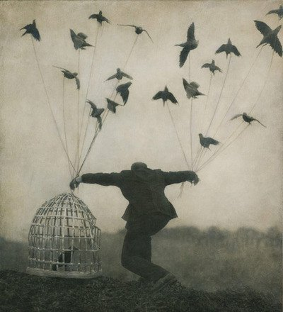 Prisonnier du temps, j'aimerais être libre pour un instant. ..me rappeler ce que c'était que la belle vie d'avant. ..