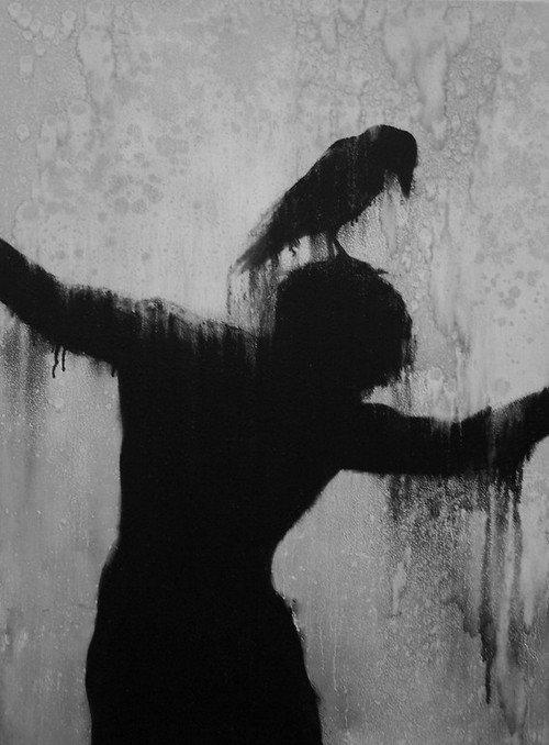 I'M MARQUED// J'ai été marquée, j'aurais l'empreinte du Corbeau sur ma peau...car il est déjà sous ma peau, sur mes os. ..//Don'tCry