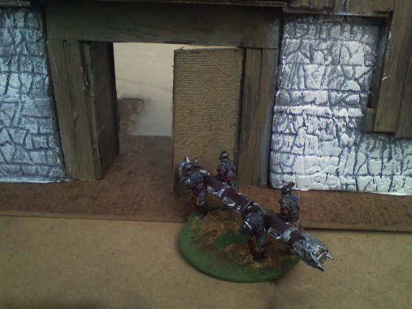 BELIER URUKAI devant la porte d'Edoras