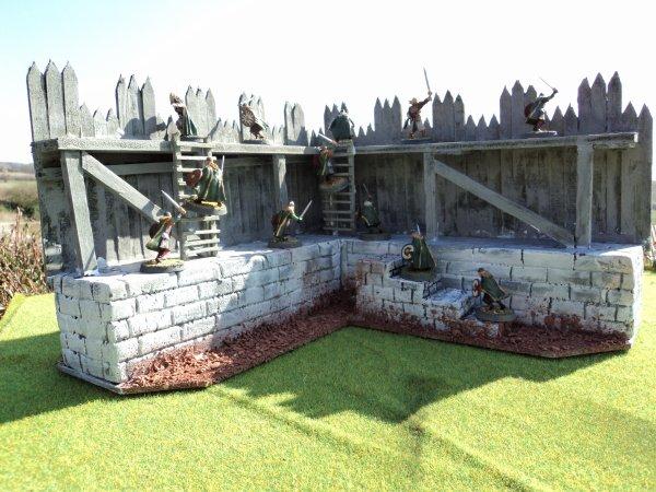 voici  un bout de palissade des défenses d'EDORAS  avec quelques figurines