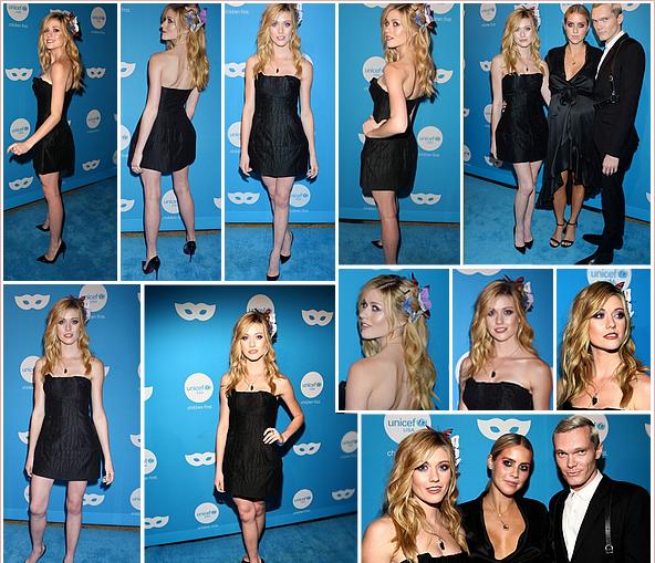 ------------+ -25/10/2018- Katherine était présente à la soirée « 6th annual UNICEF Masquerade Ball » à - Los Angeles Katherine a opté pour une robe unie, simple et chic. Le makeup reste naturel et la coiffure est sublime ! Tenue : ★★★★★ ------------+