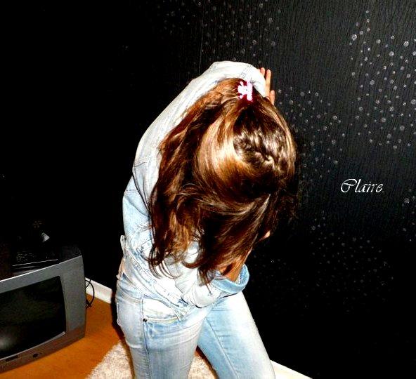 Je t'ai vu verser des larmes, je t'ai pris dans mes bras quand celle qui t'aime n'était pas là .  Ce secret est parfois trop lourd à porter..  ♥