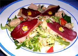 Entrée: Salade périgourdine