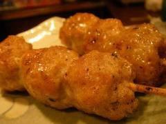 Viande: Brochette de boulettes de poulet avec sauce caramel