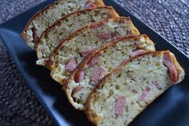 Entrée: Cake aux Knackis et moutarde