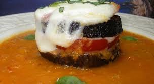 Entrée: Aubergines grillées tomates et mozzarella